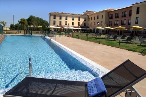 Hotel c ndido segovia espa a for Hotel piscina segovia