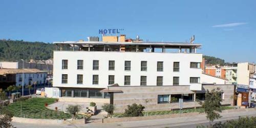 Hotel palau de girona sant juli de ramis for Hotel familiar girona