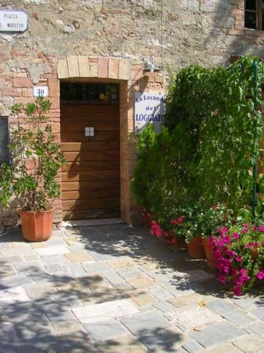 http://photos1.hotelsearch.com/0022/8018/il-loggiato-provincia-di-siena_big.jpg