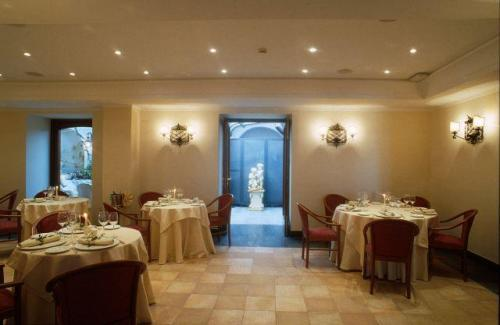 Hotel Del Real Orto Botanico Naples Italy Hotelsearch Com