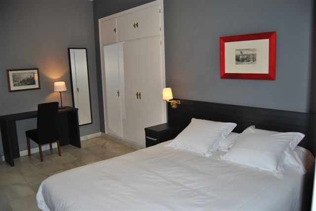 Aparthotel 11th principe by splendom suites madrid spain for Appart hotel madrid