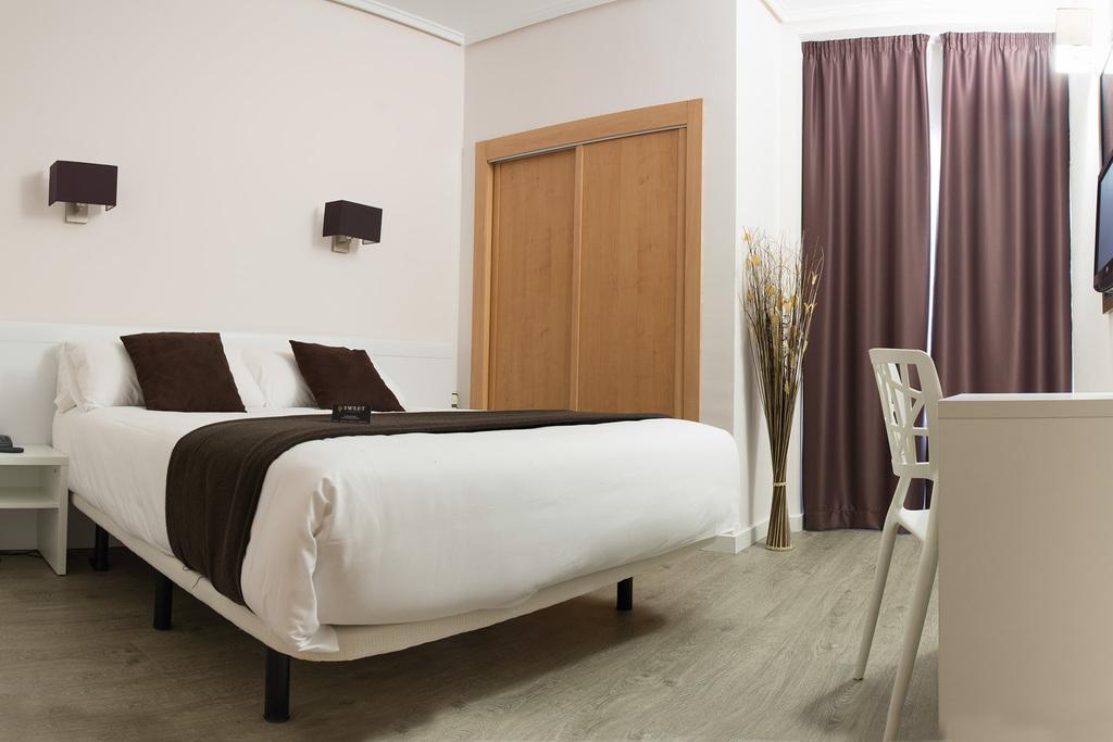 hotel sweet continental valence espagne. Black Bedroom Furniture Sets. Home Design Ideas