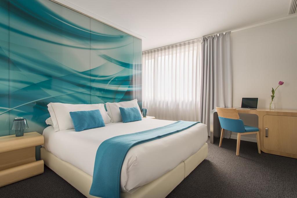 Hotel room mate oscar madrid espa a for Room mate oscar piscina